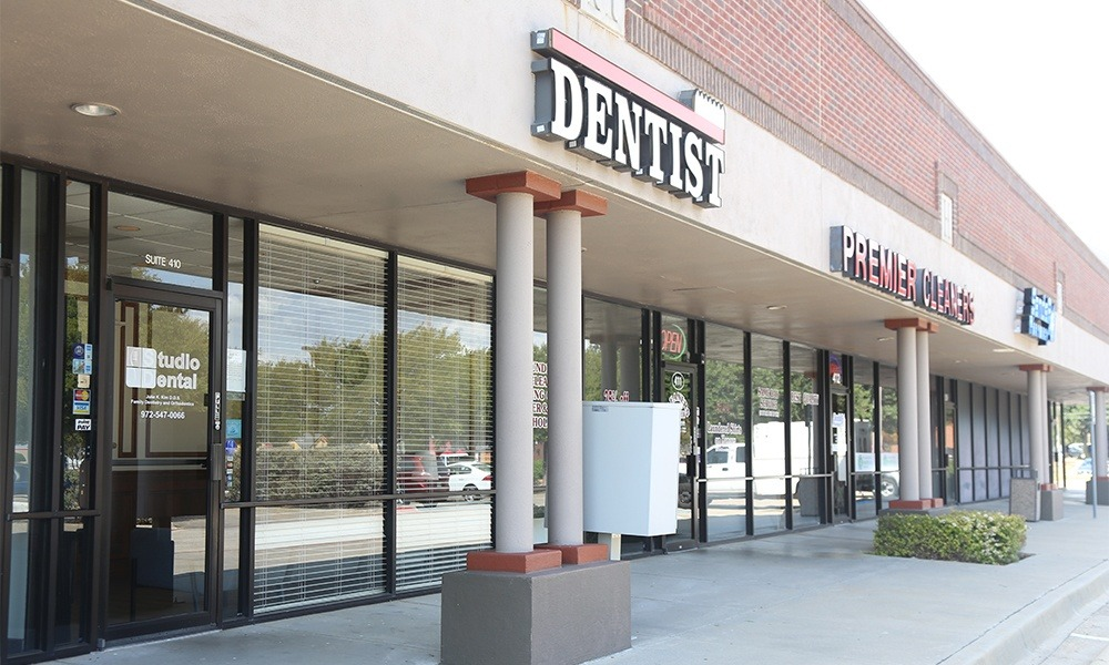 Outside view of Studio Dental office building